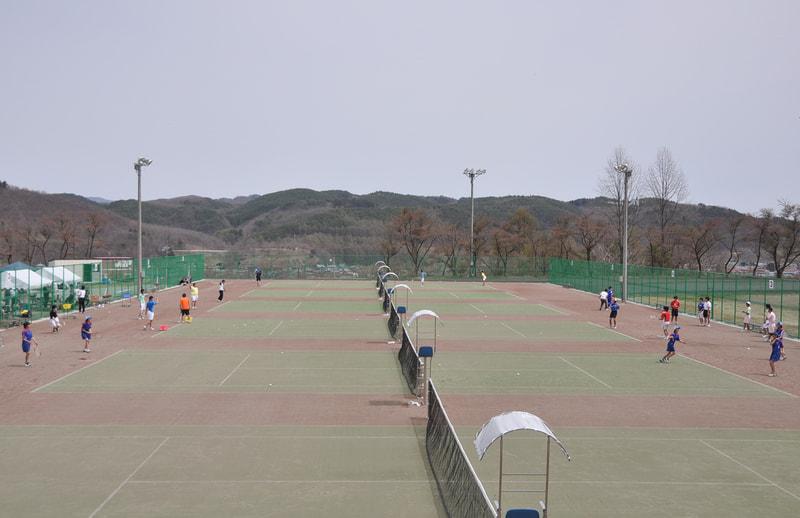 全天候型テニスコート